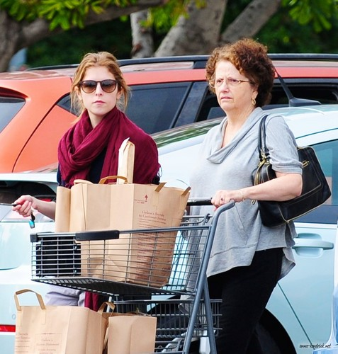 December 23: Shopping with her Mother at Gelson's in L.A.
