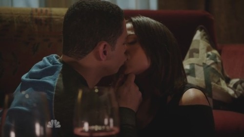 1x11 Peter Mills and Gabriela Dawson kissing