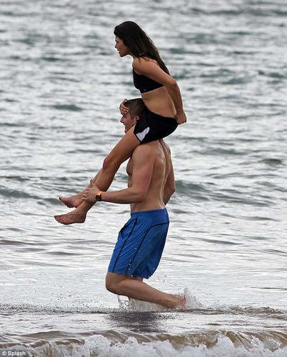 Alexander Ludwig spotted with his girlfriend in Hawaii (1/2/2013)