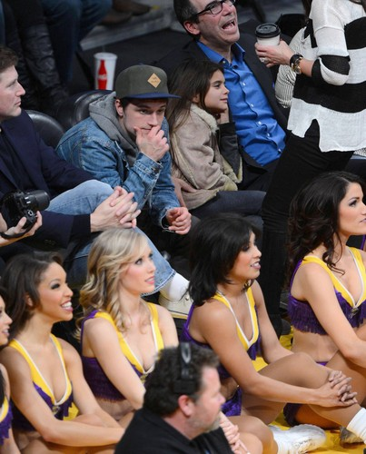 Josh Hutcherson at the Lakers game(1.11.2013) [HQ]