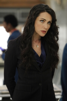 Rena Sofer is queen Eva, Snow's mommy