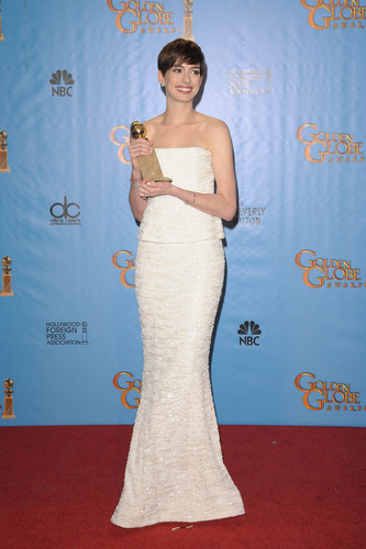 Anne Hathaway wins Golden Globe Award for best supporting actress 2013