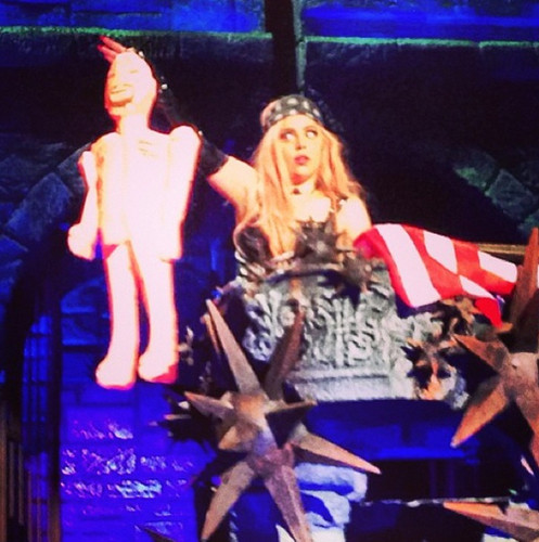 "Gaga's reaction to ""Pigrez"" Hilton blow up doll thrown on stage"