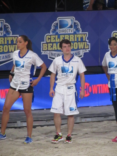 Josh at the DIRECTv Celebrity 海滩 Bowl