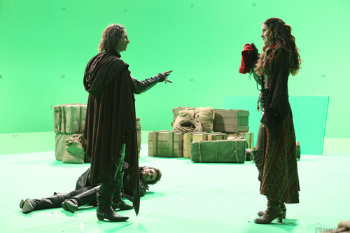 Rumpelstiltskin- 2x04- The Crocodile- 방탄소년단 사진