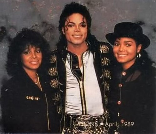 Michael With His Two Sisters, Janet and Rebbie Backstage During The Bad Tour Back In 1989