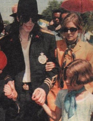 MICHAEL AND LISA MARIE WITH HER KIDS