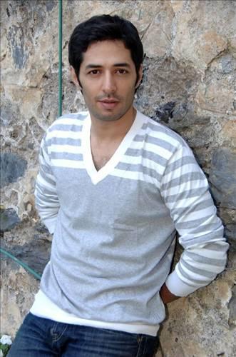 http://images6.fanpop.com/image/photos/34300000/Mert-Firat-turkish-actors-and-actresses-34383071-331-500.jpg