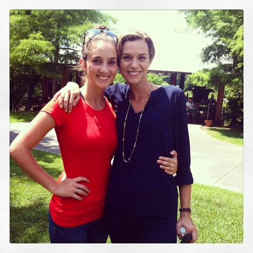 Hilarie полиспаст, бертон and a Фан in Lafayette, LA on set for the filming of Papa Noel