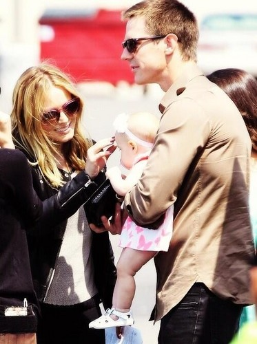 Kristen Bell and Jason Dohring holding his baby