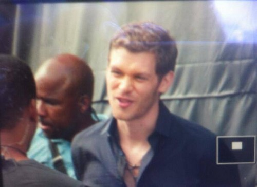 Joseph Filming The Originals 1x01 - jour 1 - Behind The Scenes