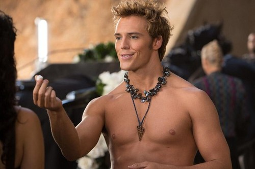 New Catching Fire Still: Finnick holding a sugar cube!