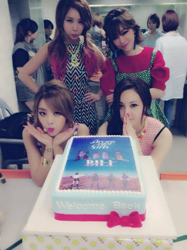 Brown Eyed Girls thank fans in Hong Kong for their welcome cake