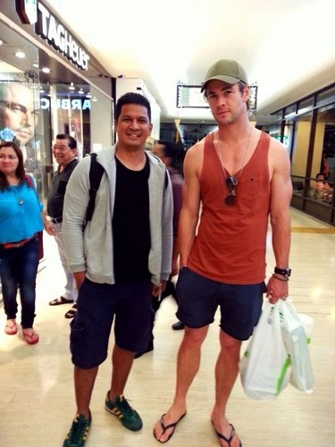 Chris Hemsworth with fan in Jakarta, Indonesia