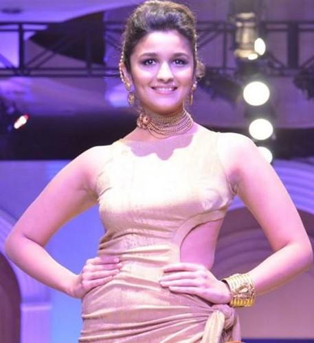 alia - Alia Bhatt: Shanaya Club Photo (34252690) - Fanpop