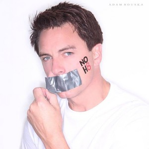 No h8 - John Barrowman