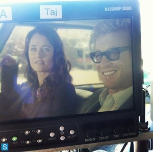 The Mentalist - Episode 6.06 - огонь and Brimstone - BTS фото of Simon Baker and Robin Tunney