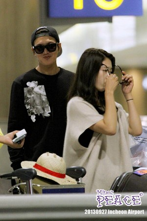 Park Shin Hye And Lee Min Ho At Incheon Airport