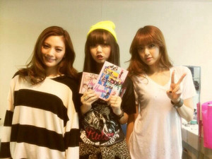 Jooyeon and Nana with Enosawa Manami at Girl's Award