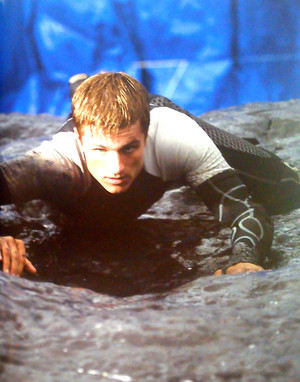 New still of Peeta Mellark