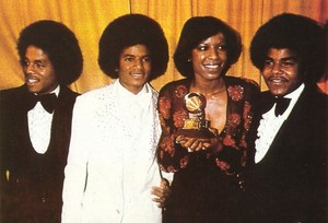 Natalie Cole Backstage With The Jacksons At The 1977 Grammy Awards