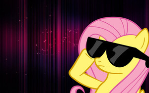 Fluttershy With Glasses پیپر وال