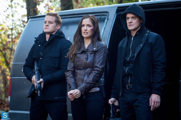 Almost Human - Episode 1.05 - Blood Brothers - Promotional Photos