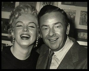 Marilyn with journalist