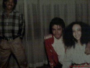 Funny pic of MJ, Lionel Ritchie, and a girl