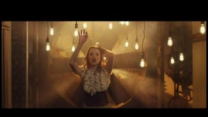 Lzzy Hale in Shatter Me musik video