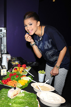 Zendaya backstage at Best Buy Theater in NYC (May 2nd)