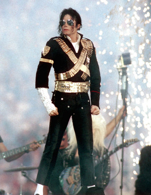 Michael Jackson in the Super Bowl show