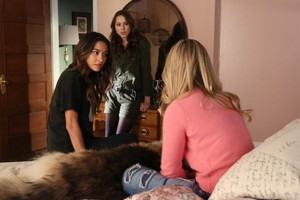 Pretty Little Liars - Episode 5.02 - Whirly Girl - Promo Pics