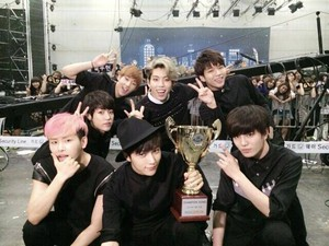 INFINITE win on 'Show Champion' with 'Last Romeo'