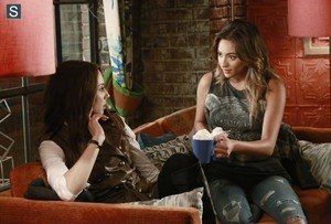 Pretty Little Liars - Episode 5.11 - No One Here Can প্রণয় অথবা Understand Me - Promo Pics