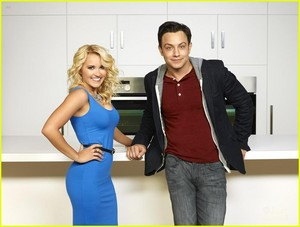 Young & Hungry Cast