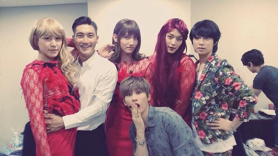 Siwon's Twitter Update 'Beautiful Ladies' 140815 - with Kyuhyun