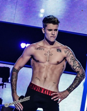 Justin Bieber ,strips Fashion Rocks, 2014