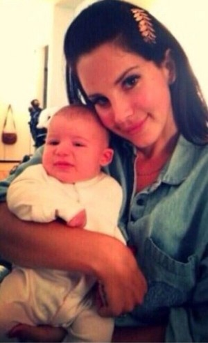 Lana Del Rey with a baby^^