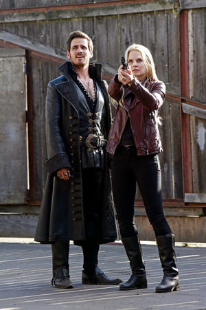 Once Upon A Time - Episode 4.01 - A Tale of Two Sisters - Promo Pics