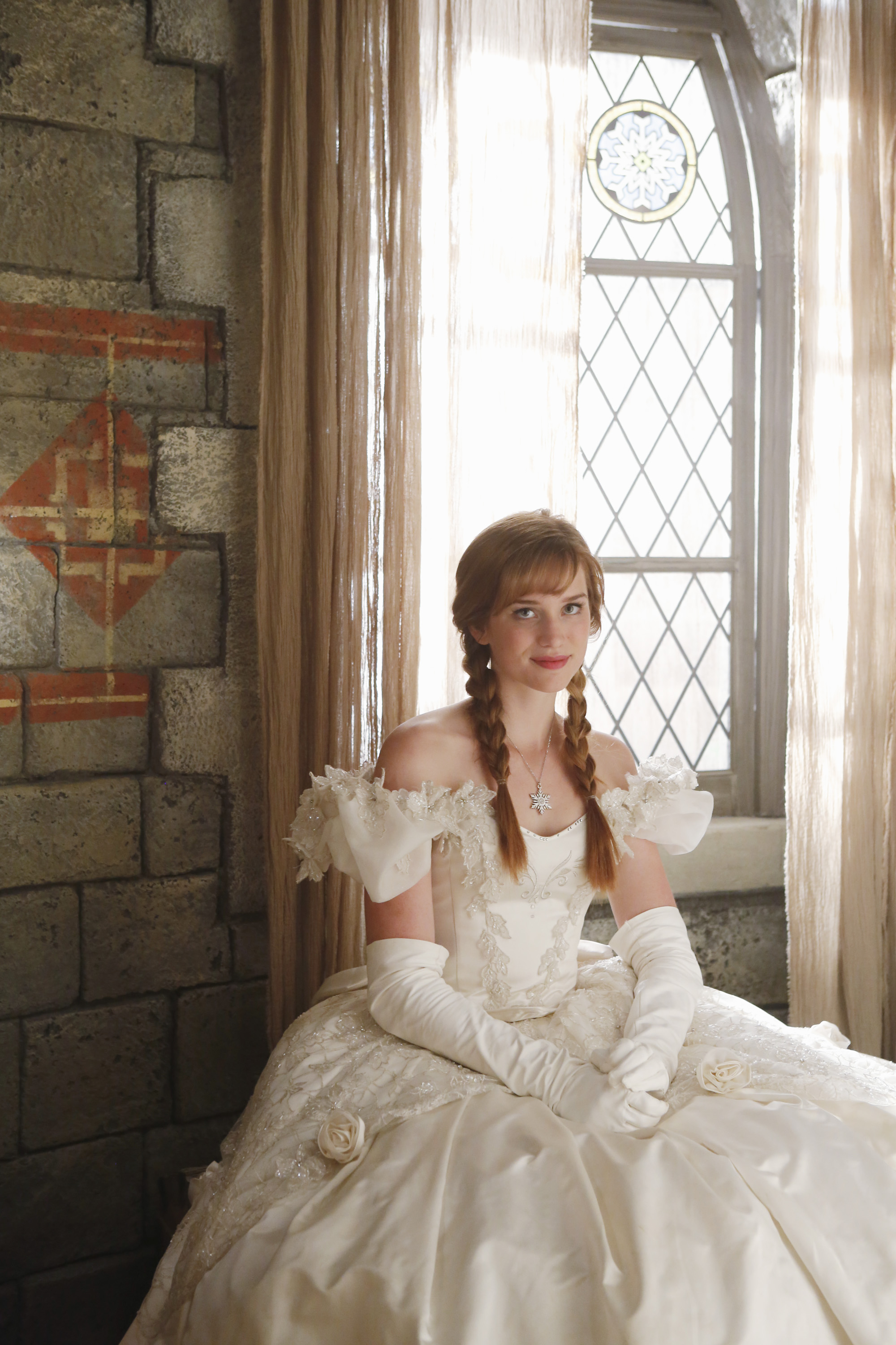 Once Upon A Time Achtergrond Probably With Bridesmaid Gown And On Anna In Her Mother S Wedding Dress