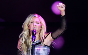 Ellie Goulding on stage