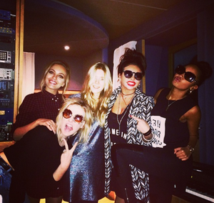 New Picture of the girls in the studio ♥