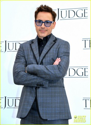Robert Downey Jr. flashes a smile while posing at a foto call for 'The Judge' in Rome