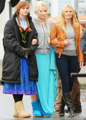 Elizabeth Lail, Georgina Haig and Jennifer Morrison - On set October 22