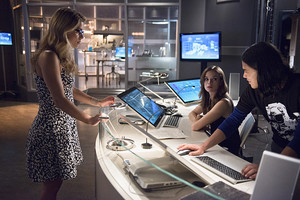 Felicity Smoak on The Flash Episode 4