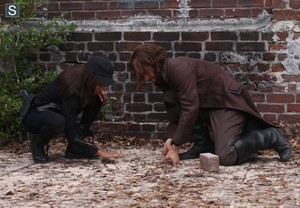Sleepy Hollow - Episode 2.10 - винная бутыль, magnum, магнум Opus - Promo Pics