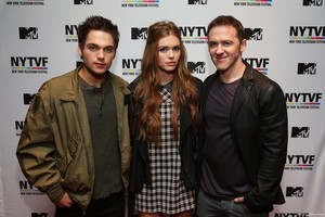 Teenage Wasteland: Navigating High School With The Next MTV Generation - holland-roden photo Teenage