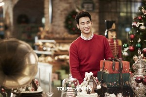 Kim Soo Hyun is ready for Рождество with 'Tous Les Jours'
