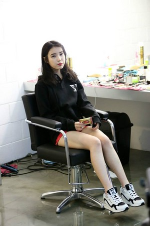 141226 IU Sbenu photo shoot BTS